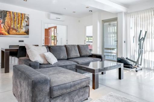 Sala de estar muy confortable y grande