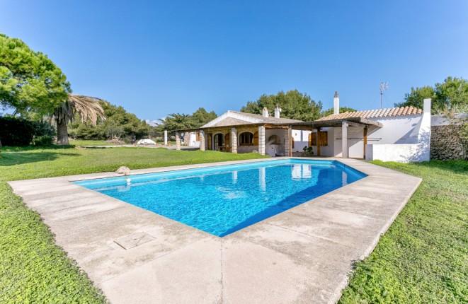 Casa de campo con piscina en una zona idílica...