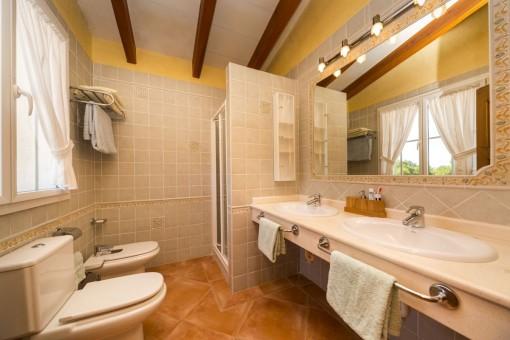 Segundo baño con lavabo doble