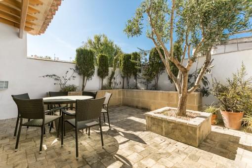 Estupenda casa de pueblo nivel alto con jacuzzi, patio privado tipo italiano y garaje en Sant Lluís