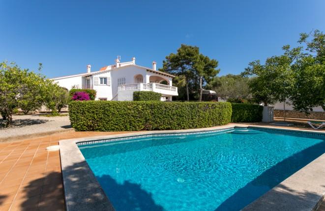 Estupenda casa de arquitecto con piscina y...