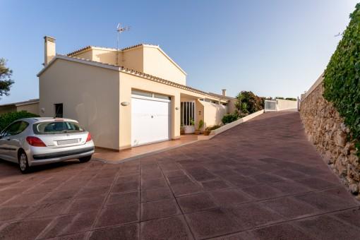 Área exterior y garaje