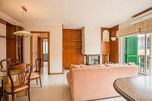 Apartamento con balcón en Es Castell, cerca de la típica Cala Fonts y sus numerosos restaurantes