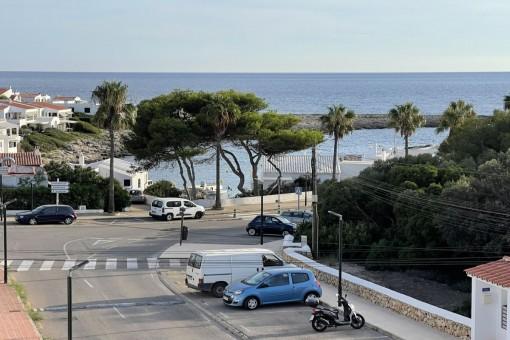 Bonito chalet adosado a reformar junto al paseo marítimo con garaje, terraza y vistas al mar